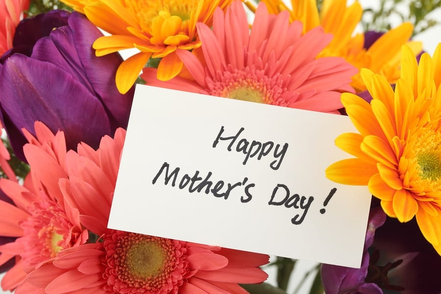 Take mom to Candicci's for Mothers's Day Brunch Buffet